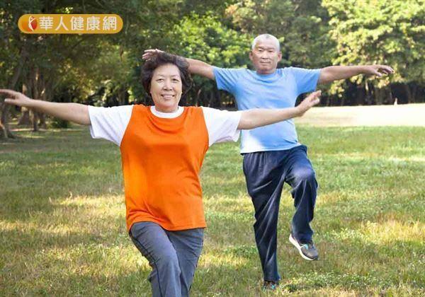 研究發現,透過積極運動、健腦訓練能延緩失智症退化程度。