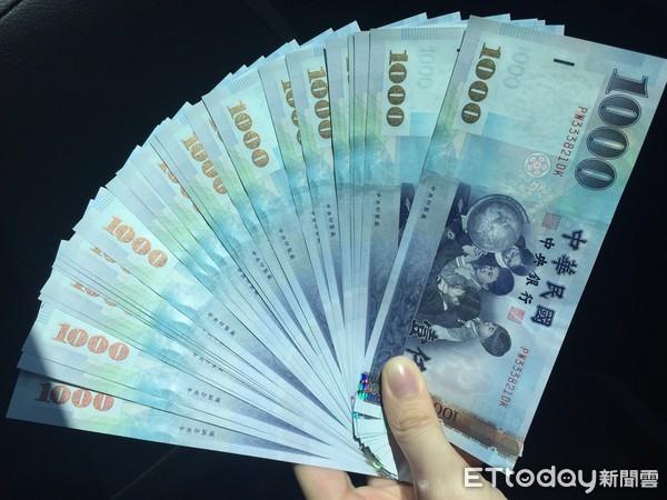 ▲▼現金,台幣,紙鈔,錢,大鈔,投資,存錢,理財,鈔票,。(圖/記者賴亭羽攝)