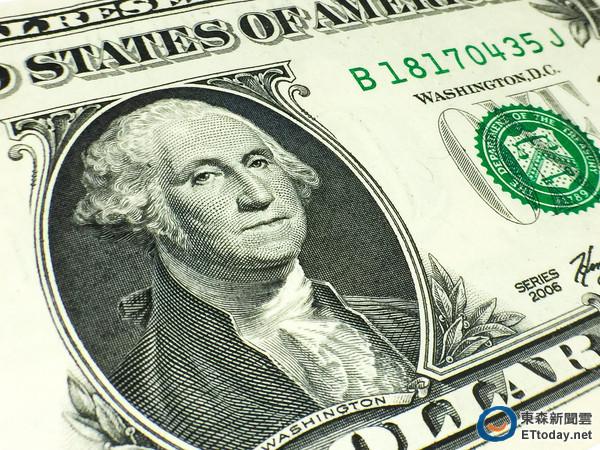 ▲新台幣狂升,民眾購買美元保單不再「貴桑桑」,但仍注意其相關風險。(圖/資料照片)