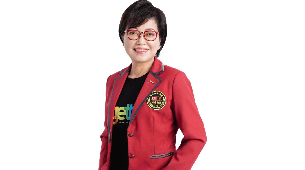 磊山保經董事長李佳蓉,謙遜保險天后長伴公益左右